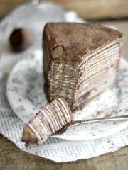 Omiljene torte su nam one koje se brzo i lako spremaju i ne zahtevaju komplikovane i nemoguće za pronaći sastojke. Upravo takav recept vam predstavljamo u današnjem postu! U pitanje je čokoladna torta od palačinaka! Sprema se izuzetno lako, jako je ukusna, a većinu sastojaka sigurno već imate u kuhinji.