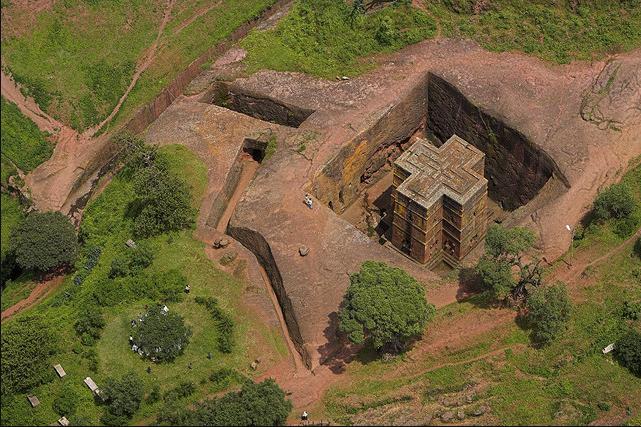 Igreja Saint George, Etiópia Rochas vulcânicas foram utilizadas na construção da Igreja Saint George, que foi considerada um patrimônio mundial pela UNESCO