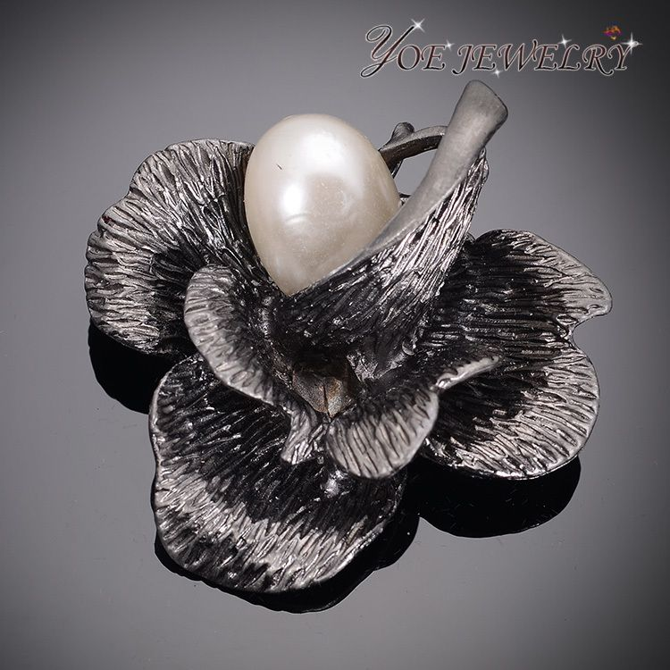 Find More Brooches Information about Wholesale Lady's Anniversary Souvenir Gift Fashion Flower Brooches Luxury Grey Pearl Brooch Pins For Women Wedding Jewelry ,High Quality Brooches from YOE JEWELRY on Aliexpress.com