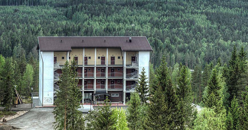 Hotelli Simpsiönkullas tarjoaa majoittujille hulppeat maisemat aivan Lapuan Simpsiönvuoren laella.