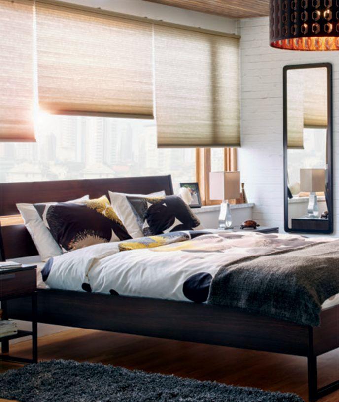 Une chambre lumineuse avec un cadre de lit queen trysil - Linge de lit contemporain ...