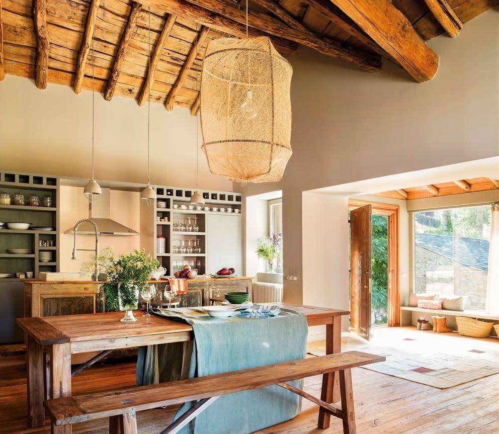 Dormitorio rústico abuhardillado y armario de madera | Kitchen ...