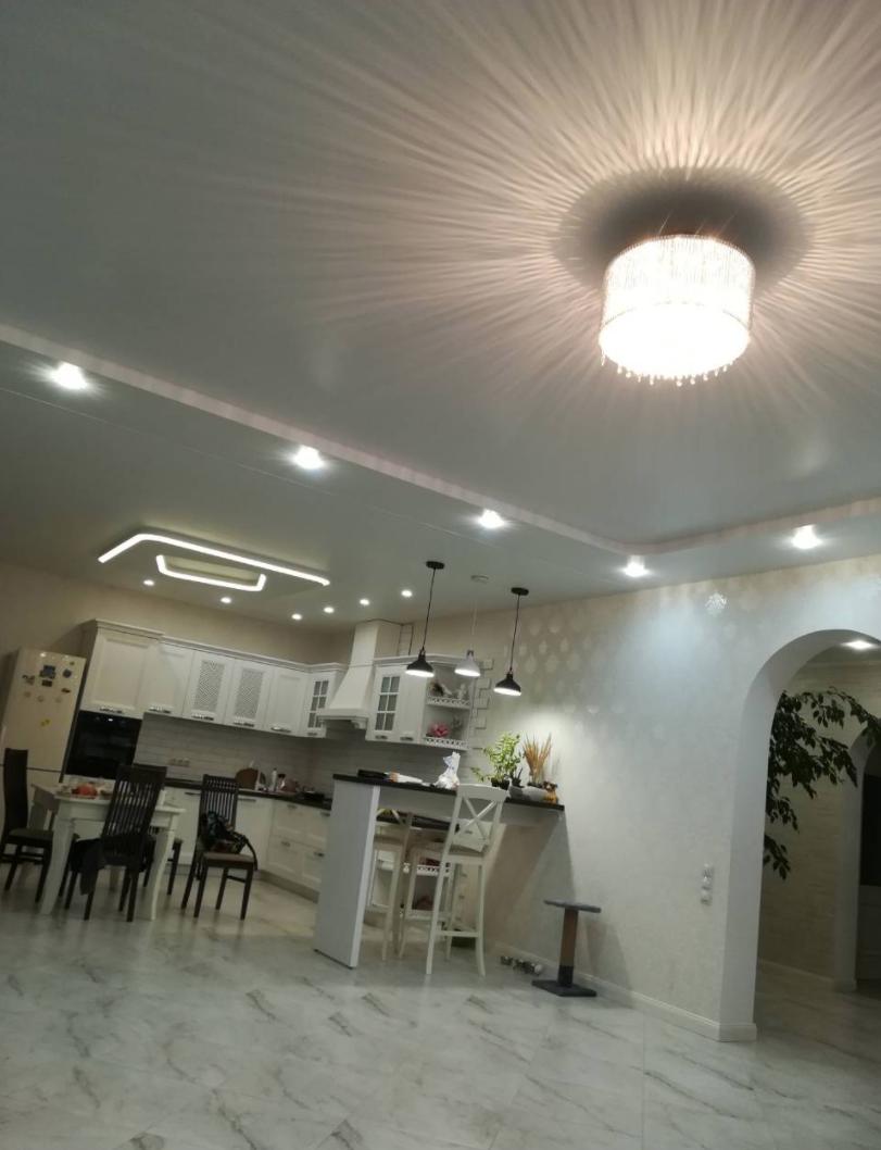 Decke Abhangen Mit Beleuchtung In Der Kuche Spanndecken Richtige Beleuchtung Haus Interieurs