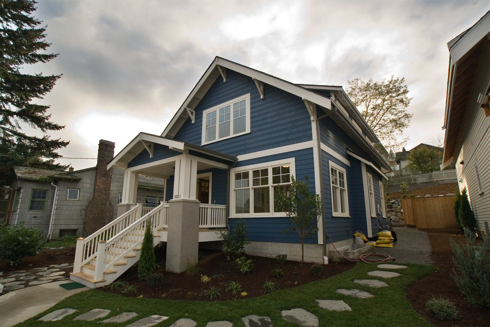 Classic craftsman bungalow colors for sale new 20th ave for Blue house builders