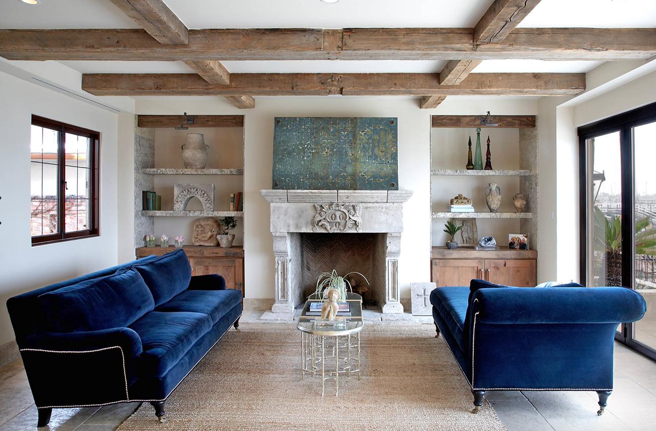 Cozy Mediterranean Style Luxury Living Room Decor With Navy Blue Velvet Sofas Blue Sofas Living Room Luxury Living Room Blue Velvet Sofa Living Room