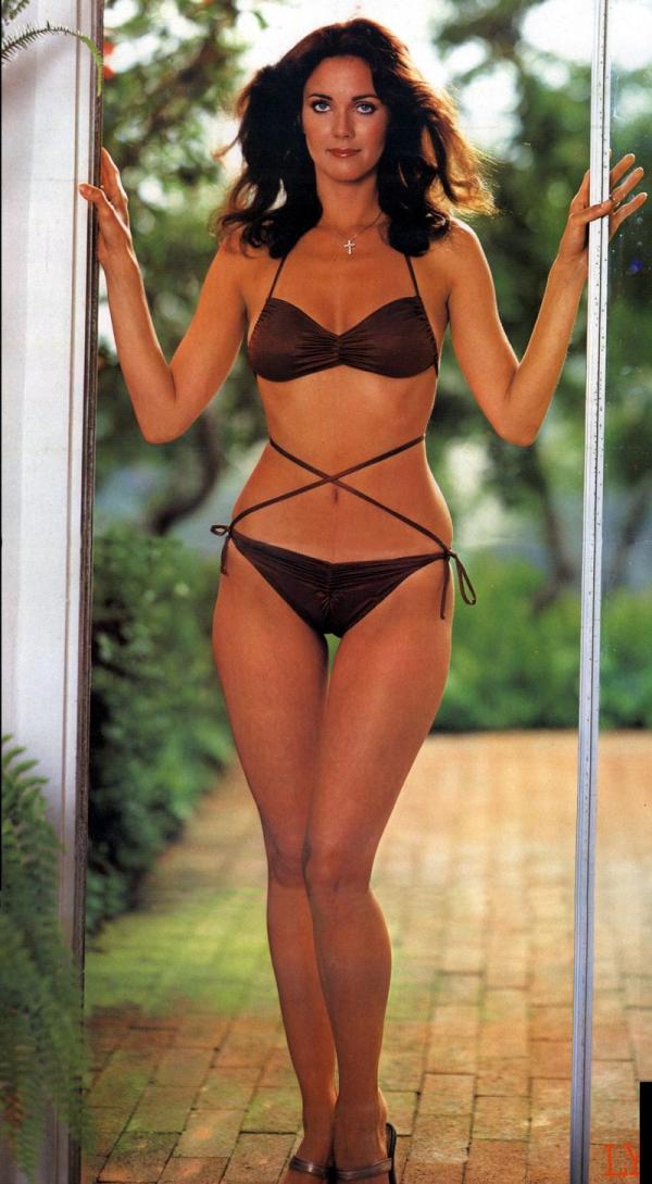 Celebrities bikinis natural