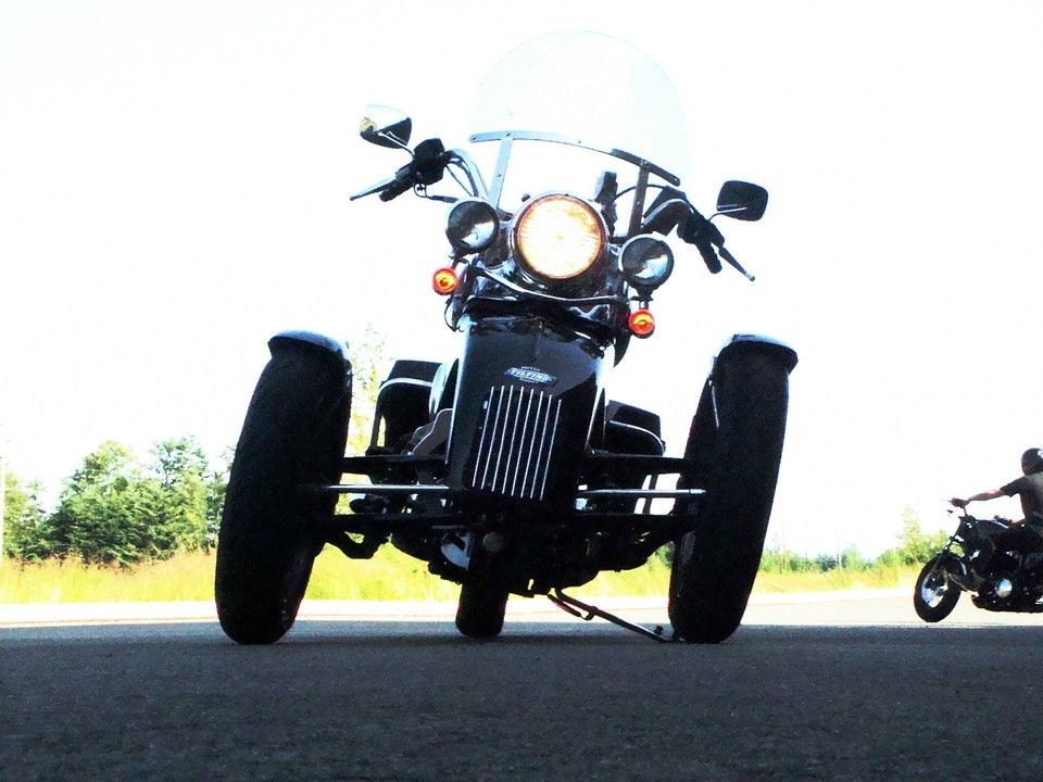 Tilting Motor Works - High-performance leaning reverse trike kit for your Harley®