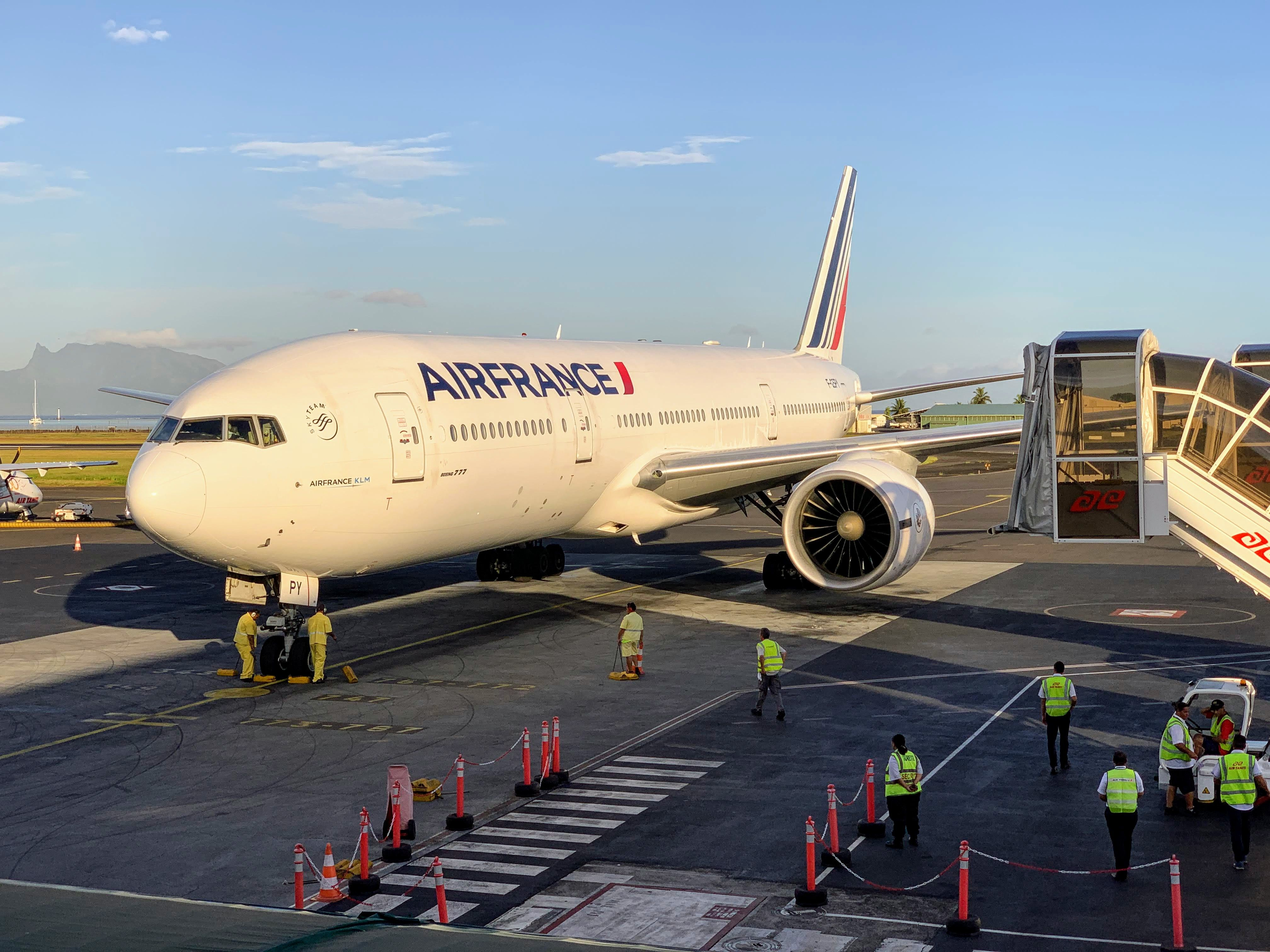 Review Air France (777200) in Business From PPT to LAX