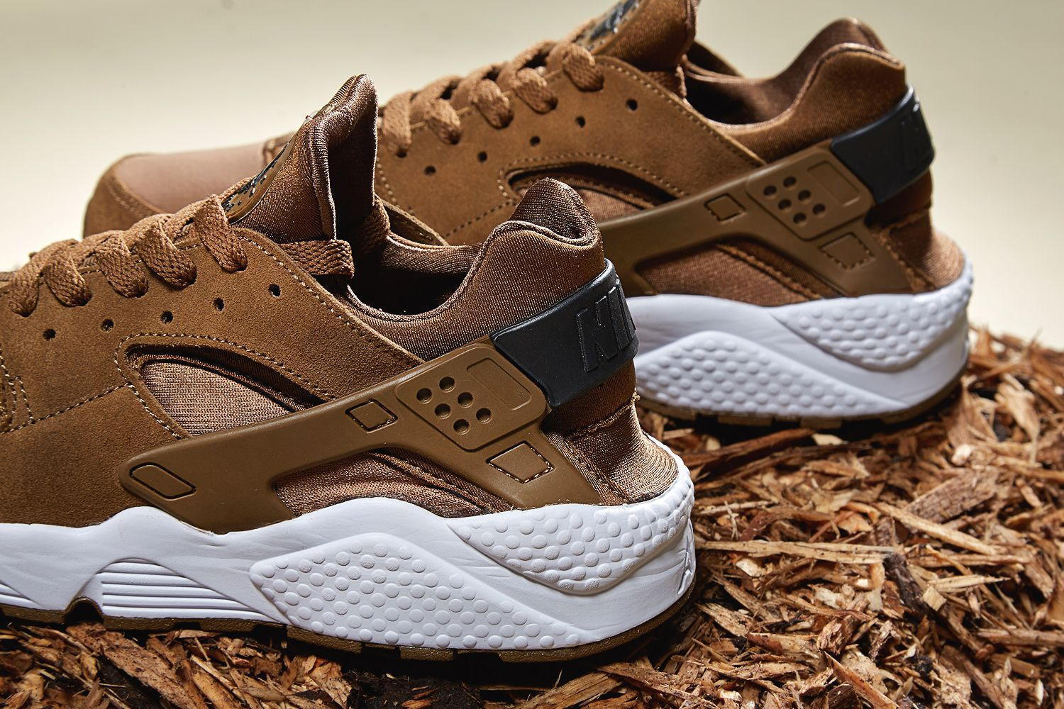 brand new 6f1ab 4363f Nike Air Huarache Umber Brown