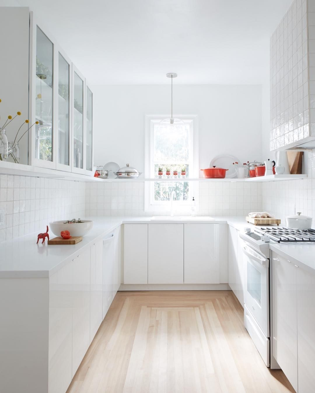 In An Instagram Posted On Sunday Leanne Ford Shared Images Of A Kitchen Featured On H Kitchen Countertops Laminate Laminate Kitchen White Laminate Countertops