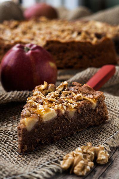 rezept schokoladenkuchen mit pfeln und waln ssen kochm dchen dessert. Black Bedroom Furniture Sets. Home Design Ideas
