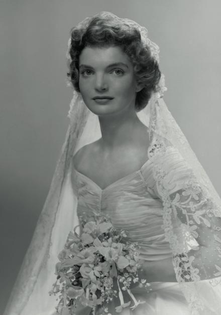 The epitome of chic : Jacqueline Kennedy Juliet Cap Veil 1953