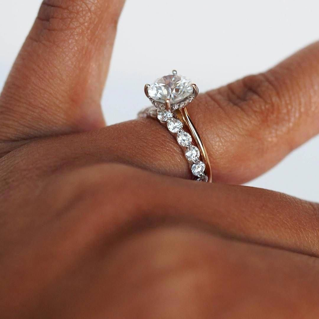 If this was white gold this would be my dream engagement ring and