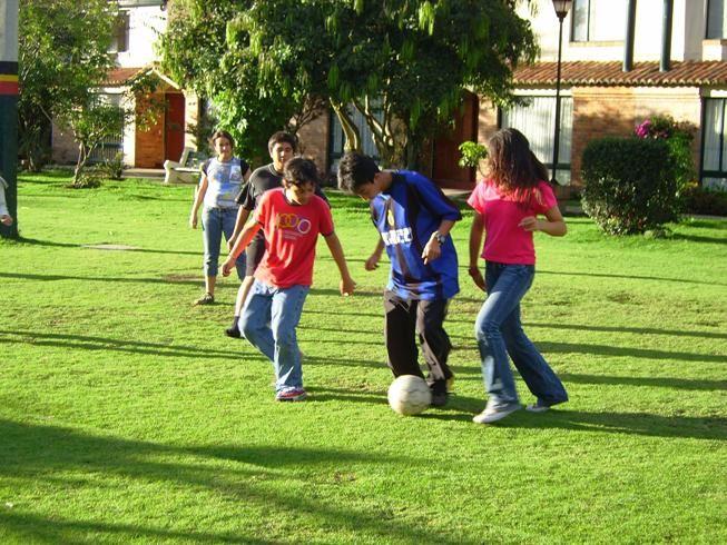 La Organización Mundial de la Salud publicó en su página las recomendaciones de actividad física para jóvenes, en pro de los hábitos de vida saludables para prevenir las enfermedades no trasmisibles.