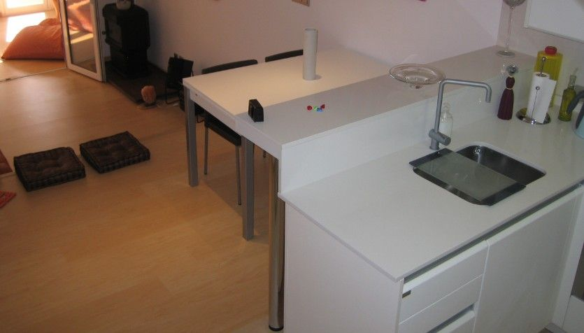 Cocina abierta al salón en un apartamento de Palma Mallorca ...
