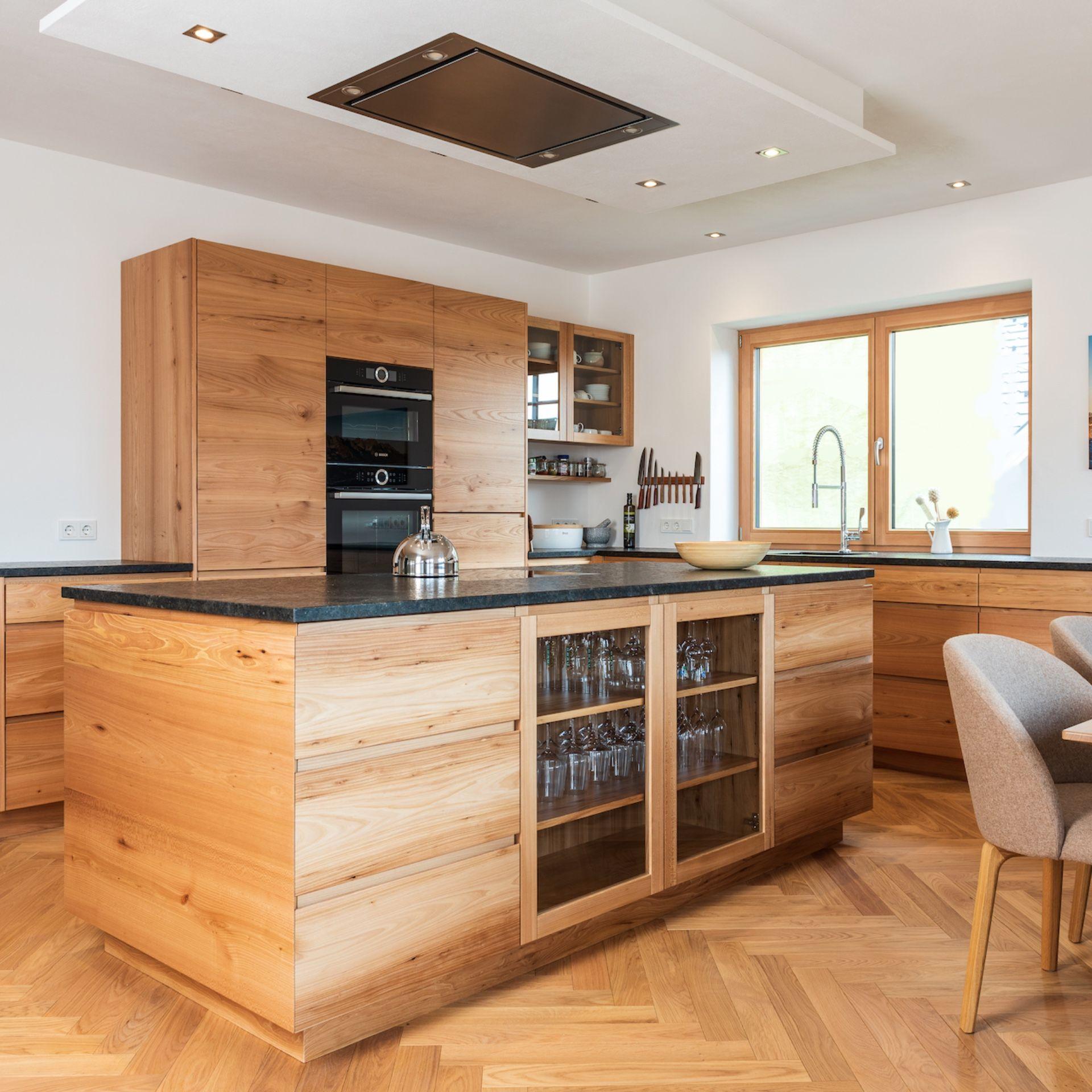 Ein Haus In Dem Jeder Gerne Wohnen Mochte In 2020 Haus Kuchen Kuche Holz Modern Kuche Einrichten