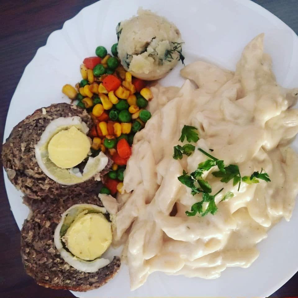 قالب لحمة مفرومة بالبيض المسلوق Meat With Boiled Egg Mashed Potato Saute Vegetables Food Homemade Recipes He Easy Dinner Recipes Easy Dinner Dinner