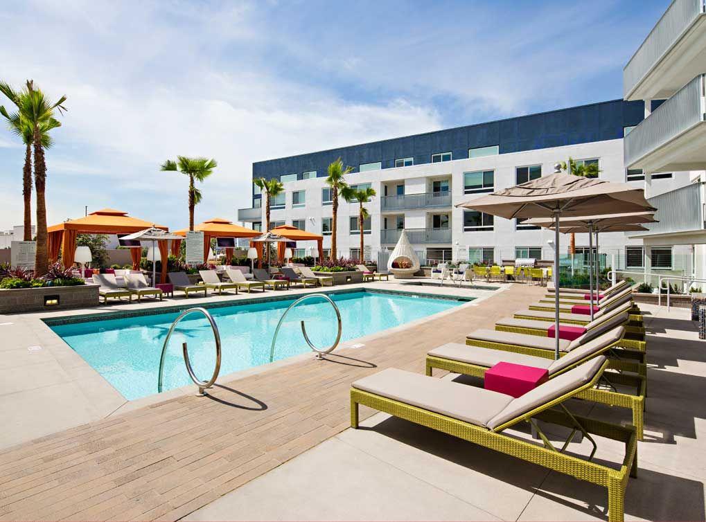 Resort Style Salt Water Pool Spa And Cabanas With Individual Tvs At Amli Lex On Orange A Luxury Sunrise Apartment California Apartment Apartment Communities