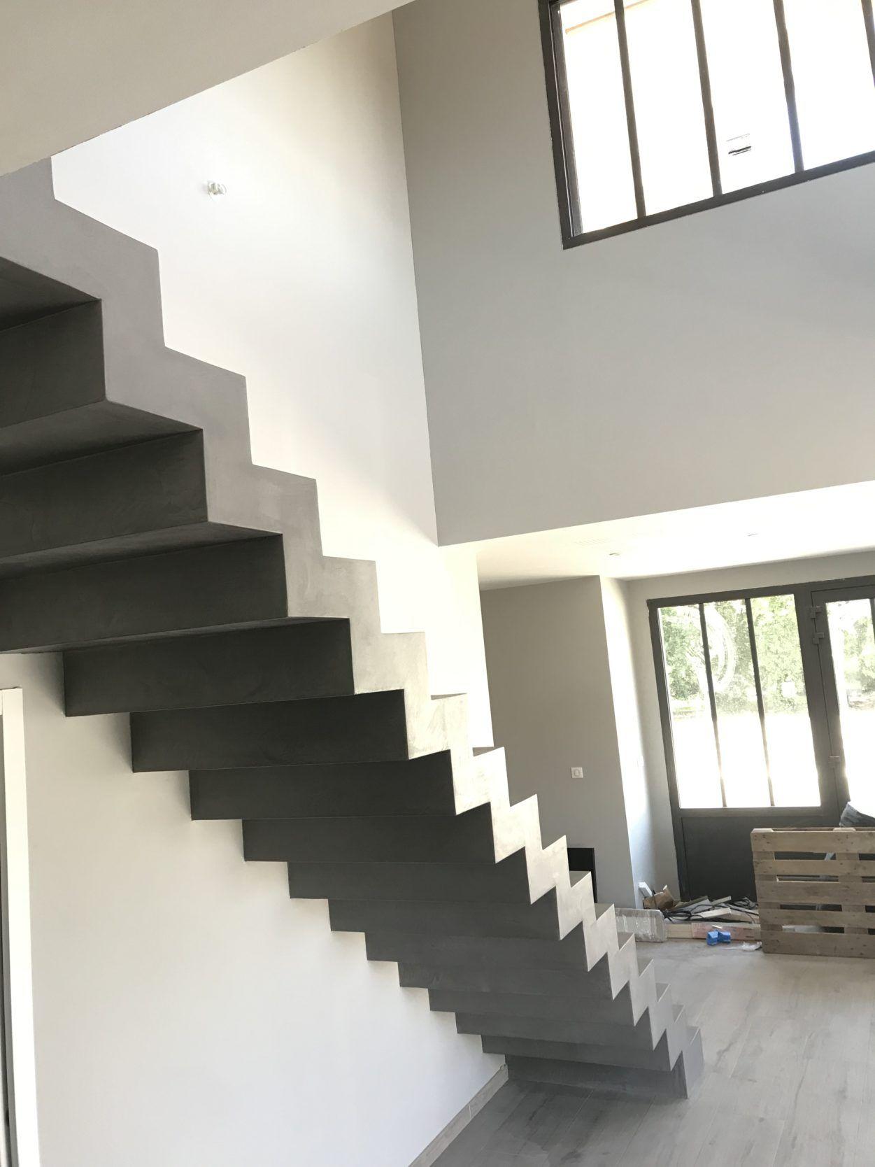 Escalier Dans Un Salon sublime escalier crémaillère d'un salon en béton ciré