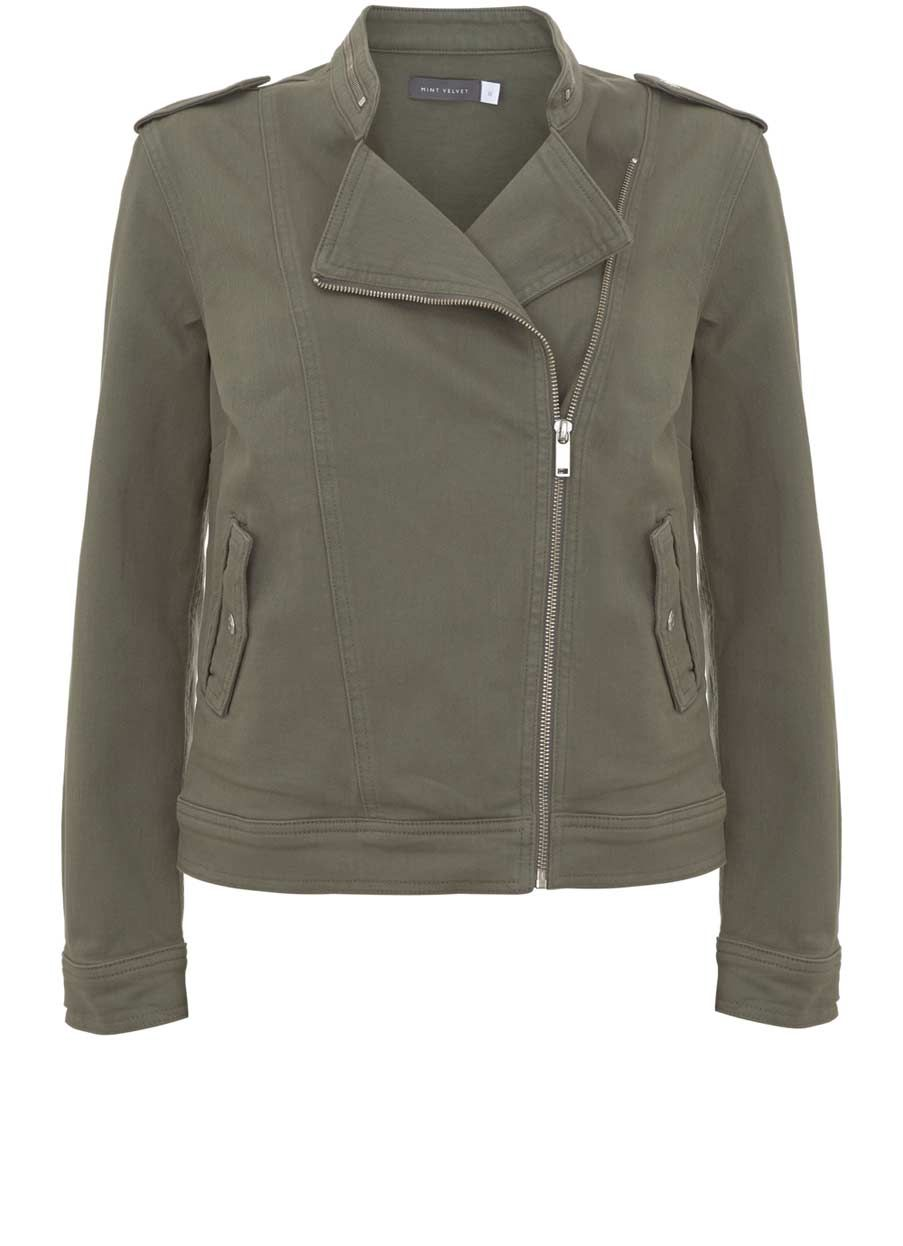 Fashionable and versatile coat with leather sleeves