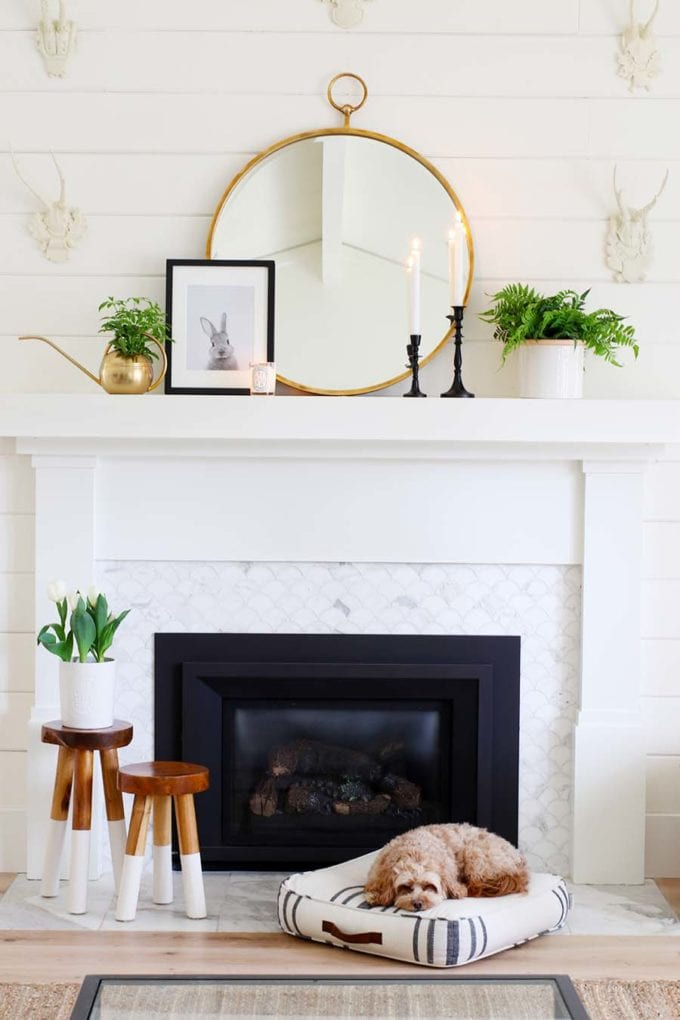 Simple Mantel Decorating Ideas for Spring! Check out these easy and timeless ideas for transitioning your decor for Spring! #springdecorating #mantel #fireplace #spring #blackandwhitedecor