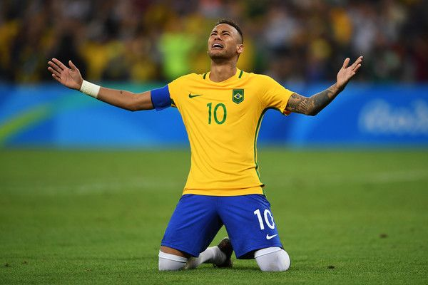 Neymar of Brazil celebrates scoring the winning penalty in the penalty shoot out during the Men's Football Final between Brazil and Germany at the Maracana Stadium on Day 15 of the Rio 2016 Olympic Games on August 20, 2016 in Rio de Janeiro, Brazil. (Aug. 19, 2016 - Source: Laurence Griffiths/Getty Images South America)