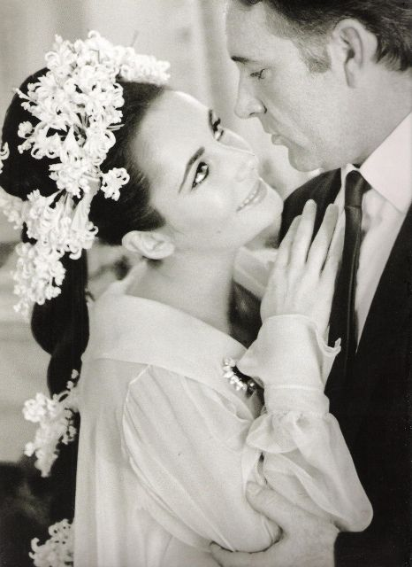Elizabeth Taylor And Richard Burtons Wedding Photo