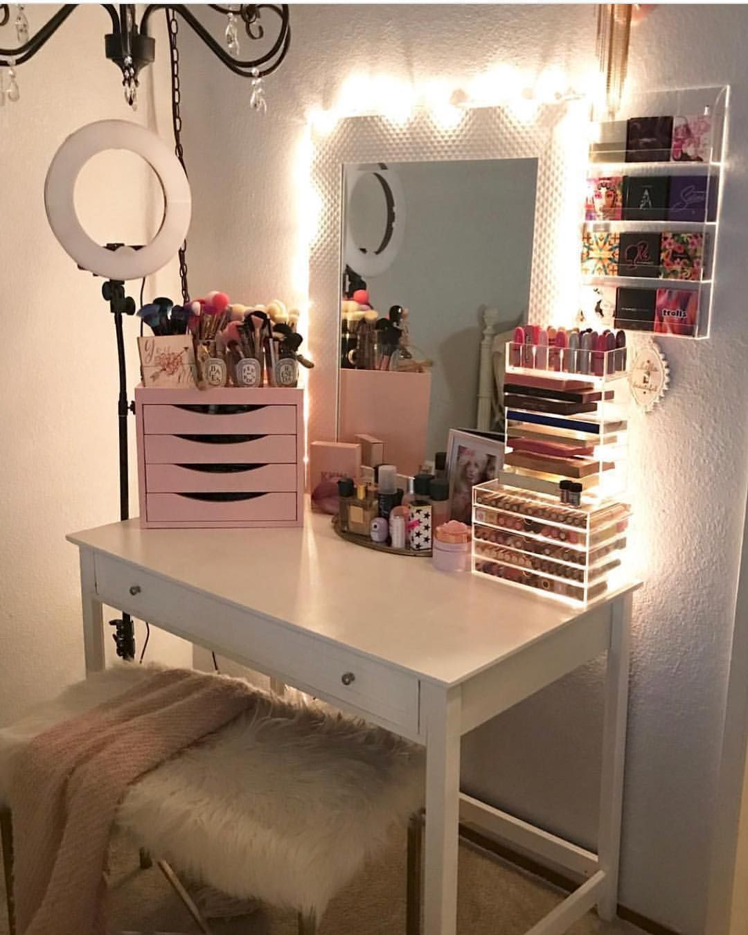 elysian22 Cute Vanity 😍 raise your hand if you want this too