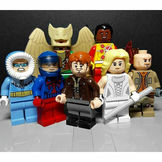 Dcs Legends Of Tomorrow Team Lego White Canary Captain Cold Rip Hunter Heat Wave Atom Firestorm And Haw The Flash Captain Cold Lego Super Heroes Lego Dc