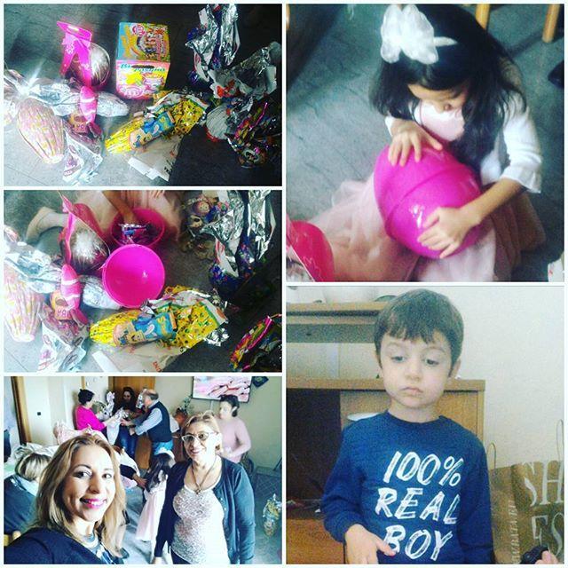 As crianças gostam mesmo é de chocolates e brinquedos!! Alegria e contentamento garantidos!! 😊
