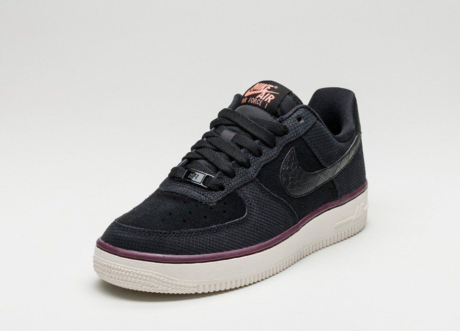 Nike Wmns Air Force 1 07 Suede (Black Black Sail