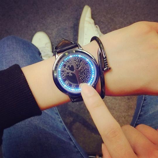 Eine Smartwatch ist das ultimative Telefonzubehör. Es kann natürlich die Uhrzeit ablesen, aber es ka...