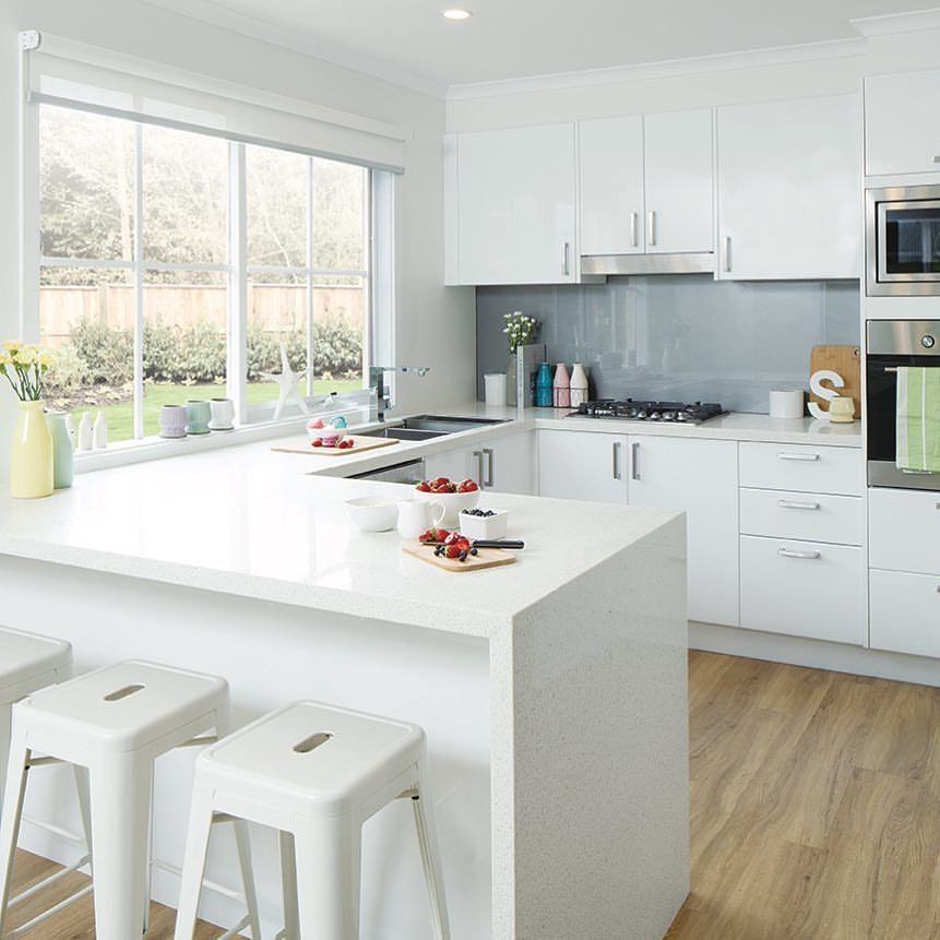 Simple White Kitchen Cabinets: A Simple Yet Modern Kitchen Design With Gloss White