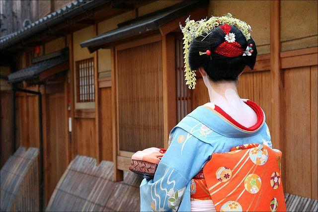 G I O N Maiko Henshin Kabuki Costume Japanese Kimono Beautiful Places To Travel