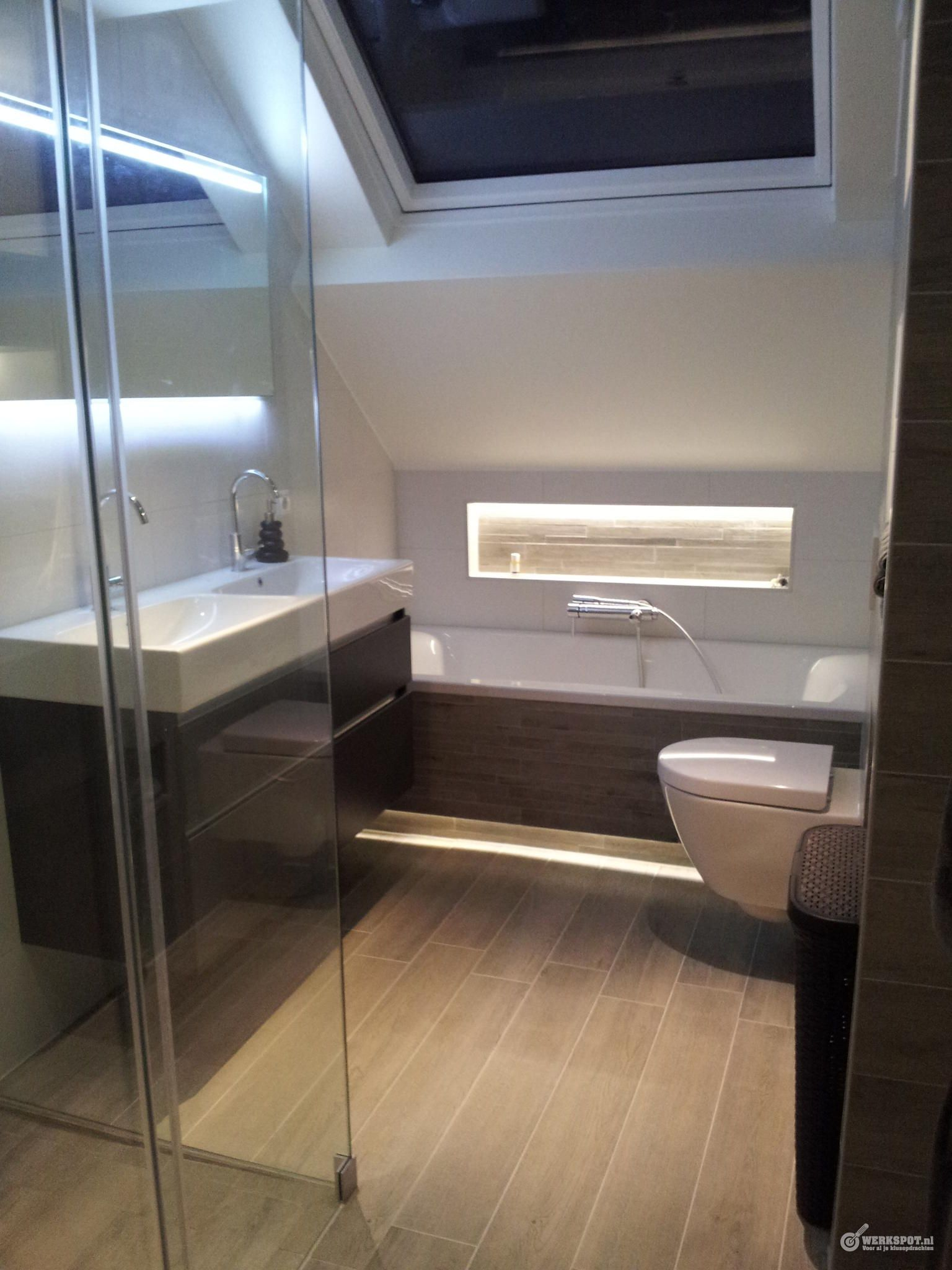 badkamer met schuine wanden - Google zoeken | verbouwing II | Pinterest