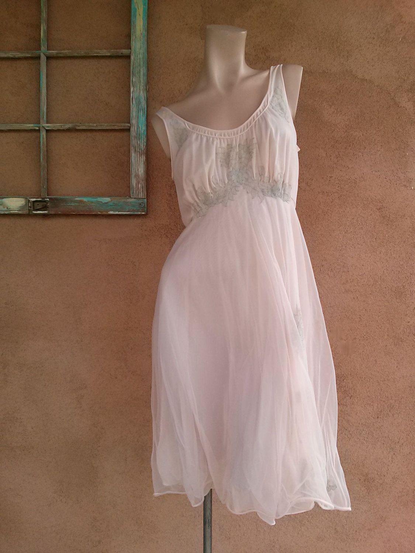 Vintage 1950s Pink Nightie Van Raalte Nightgown B35 2013616 - pinned by  pin4etsy.com dd806512d