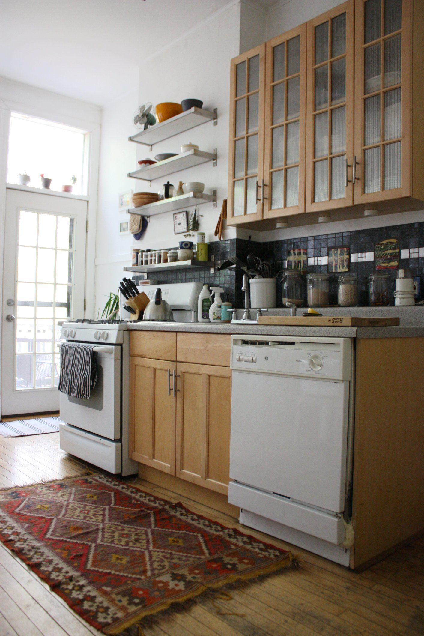 How many smart storage and organization solutions can you fit on one kitchen wall? Quite a few, it turns out! Despite not occupying a lot of square footage, the owners of this Chicago kitchen have made the most of every available bit of horizontal and vertical space. Here are seven details worth noting.