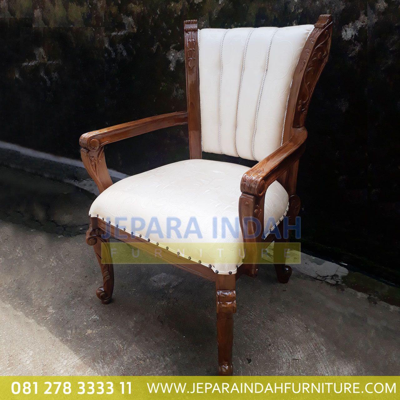 Ingin mengisi ruang keluarga dan ruang tamu semakin cantik? kami menjual kursi armchair adena dengan ukiran jepara klasik hasil yang halus dan rapi membuat interior rumahmu semakin cantik. Terbuat dari kayu jati berkualitas bagus harga murah. #kursiarmchair #kursisofa #kursijati #sofajati #kursimakan #kursimewah