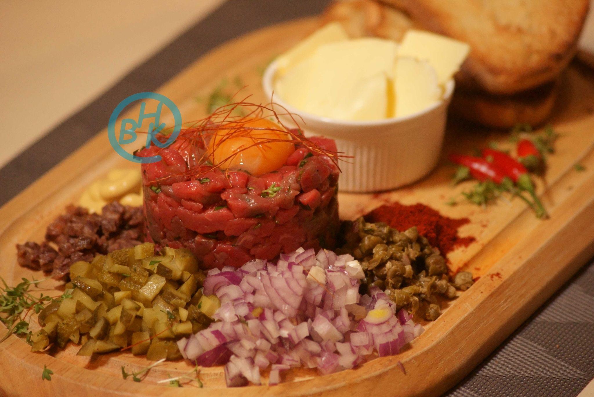 Beef Tatar Der Klassiker Der Guten Kuche Ganz Schnell Gemacht Gute Kuche Kuche Tatar