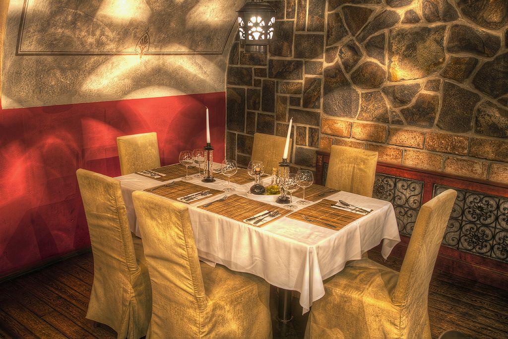 Le Colonial je miestom na obchodné stretnutia, biznis obedy alebo romantické večere.