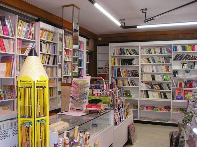 Esta es la interior de una papeler a se venden materiales for Escuela de decoracion de interiores
