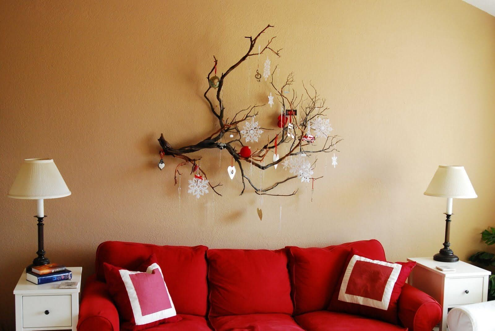 35 Festive Christmas Wall Decor Ideas That Will Instantly Get You Into The Holiday Spirit Christmas Wall Decor Wall Decor Design Hanging Wall Decor