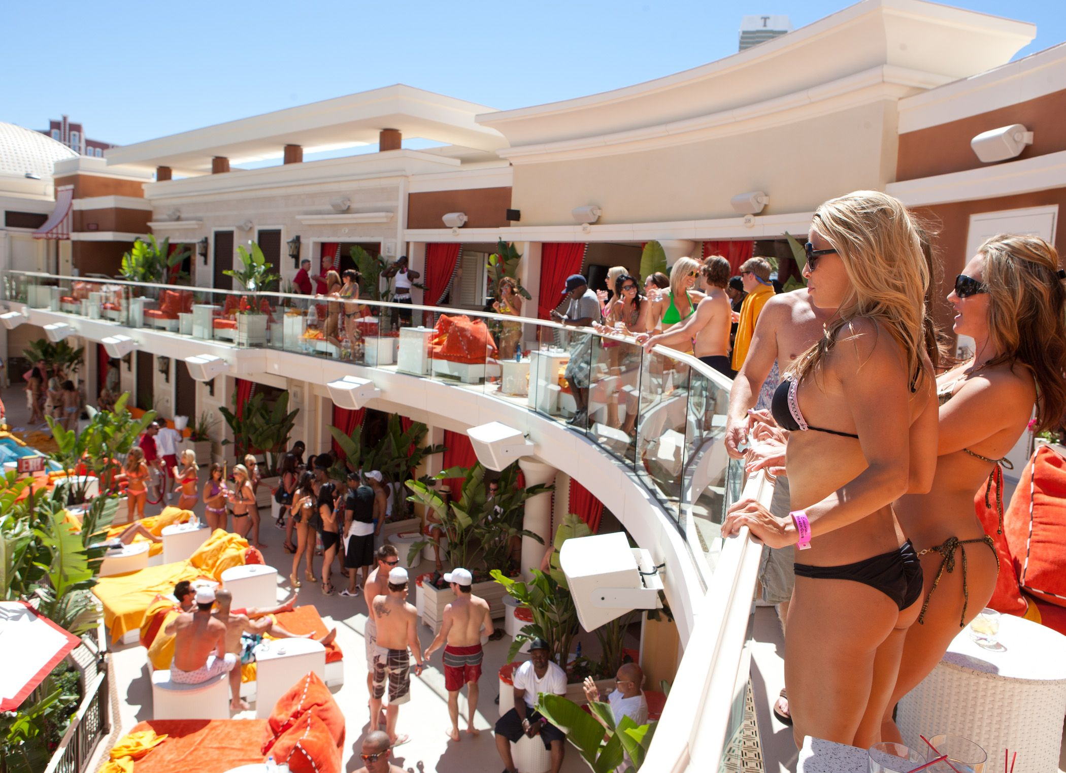 Update Encore Beach Club And Surrender Nightclub Celebrate Grand The Wynn Sees Many Celebrity Guess Hosts