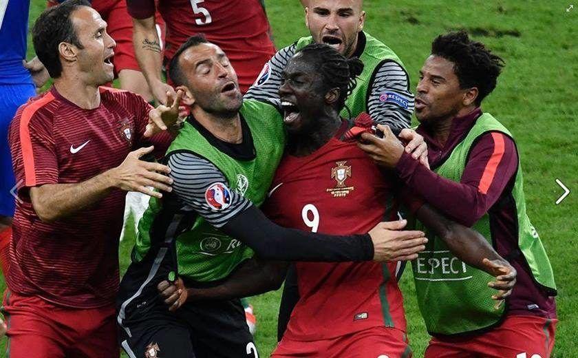 Portugal Vence A Franca Por 1 X 0 E Conquista A Eurocopa 2016 Fotos De Jogadores De Futebol Campeonato De Futebol Cristiano Ronaldo