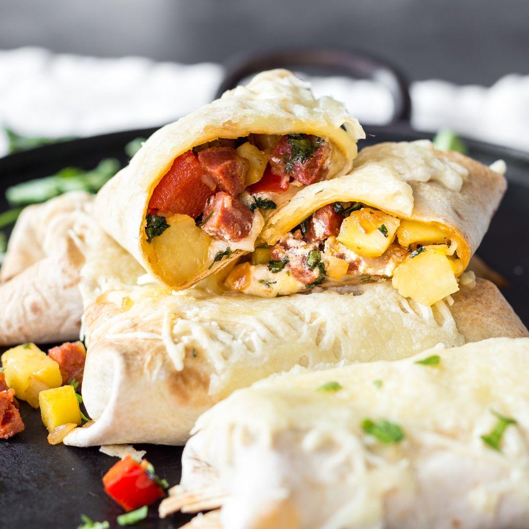 Burrito-Genuss-Tunig: DieTex-Mex-Rolle einfach im Ofen überbacken. Chorizo-Füllung eingerollt in weicher Tortilla - da schmilzt nicht nur der Käse dahin.