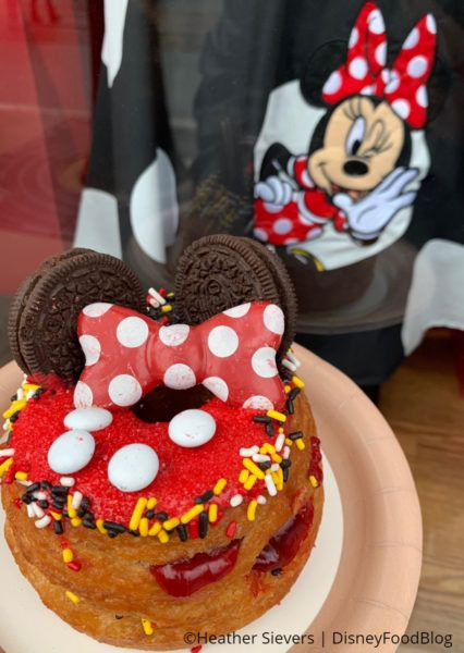 Disneyland Review: Minnie Mouse Cronut at Disney California Adventure for Get Your Ears On Event! | the disney food blog #disneylandfood