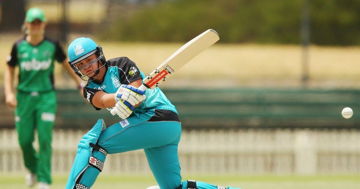 Ash Barty Making Her Mark At Wbbl Cricket Com Au A Professional Tennis Player Signs Up To Play Inaugural Women S Ash Barty Cricket Com Au Ash Barty Makes Di 2020