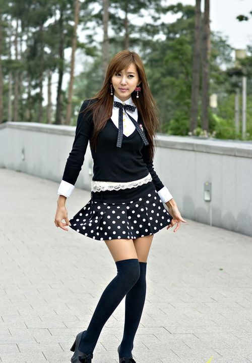 d6d1da103 Zettai Ryouiki (絶対領域) Those lovely dark thigh highs ...