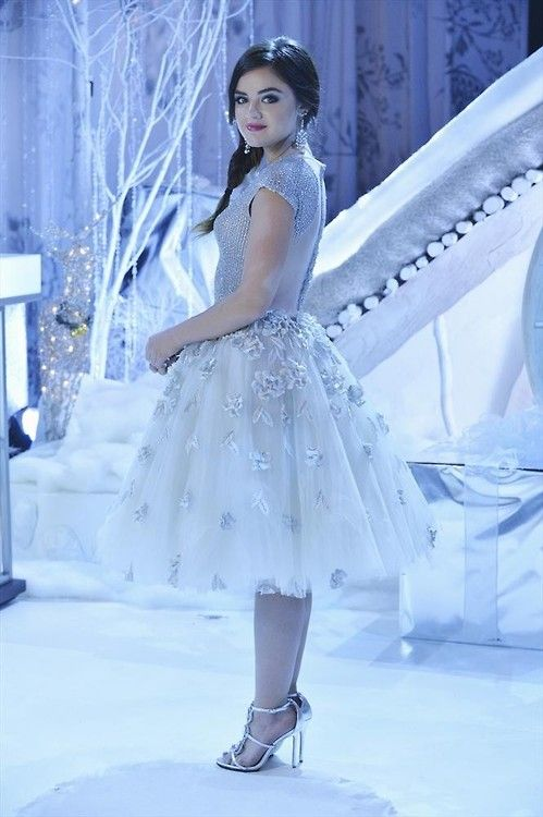 Aria At The Ice Ball Roupas Aria Montgomery Vestidos Pretty