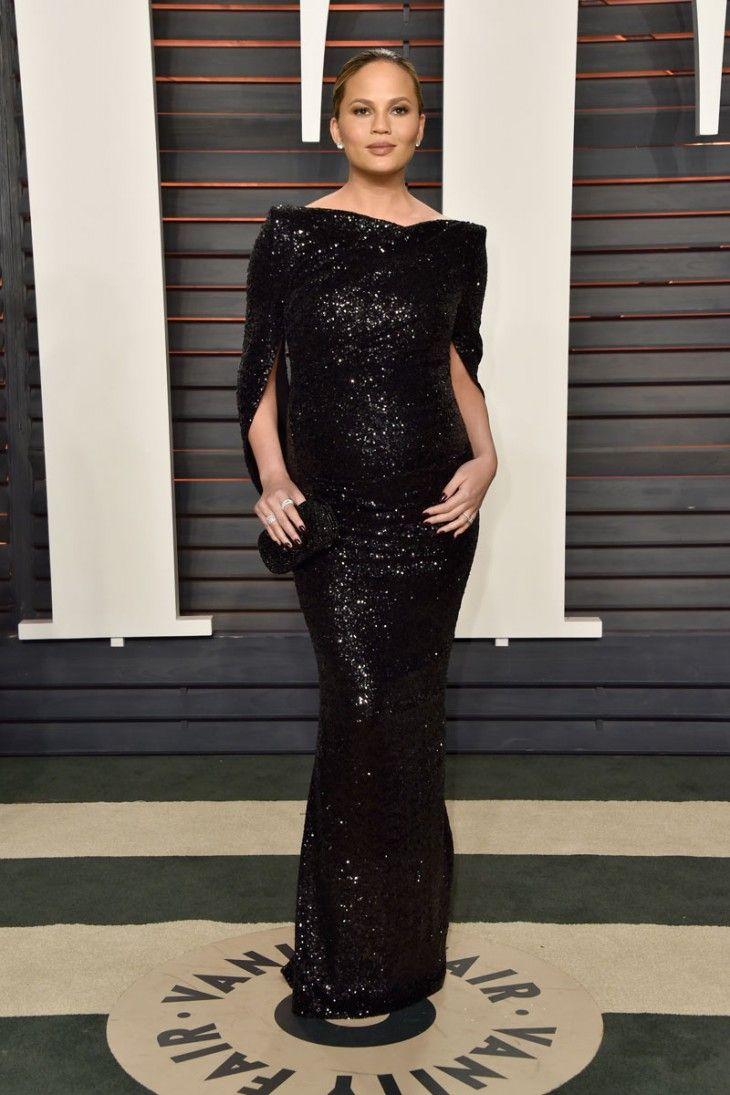 a4f3014757 chrissy-teigen-vanity-fair-2016-dresses-celebrities-vestido -preto-festa-grávida